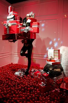 Vitrines de Noël aux Galeries Lafayette by Bee.girl, via Flickr
