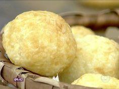 Pãezinhos de Tapioca - jogar o leite em uma vasilha com tapioca e mexer até esfriar. Importante retirar o leite da panela.