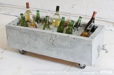 DIY-ify: 10 Outdoor Organization DIY's -- concrete planter or ice chest from an old drawer and foam. Diy Concrete Planters, Concrete Crafts, Concrete Art, Concrete Design, Diy Design, Beton Design, Modern Design, Garden Projects, Diy Projects