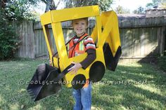 """This awesome Backhoe Loader Preschool Halloween Costume was put together with 7 """"ingredients"""": 3 paper boxes 2 cans white primer spray paint 2 cans yellow Themed Halloween Costumes, Halloween Costume Contest, Halloween Kostüm, Holidays Halloween, Halloween Themes, Preschool Halloween, Preschool Ideas, Homemade Costumes, Diy Costumes"""