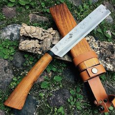 From Japan Yuh Yhu Nata beautiful traditional knife with blade in SanMai steel - by Mr Takeshi Saji @coltelleriacollini ------------------------------- #hunting #hunter #wood #Woods #forest #intothewild #intothewoods #mountains  #hunt #bushcrafting #naturelovers #hunters #explore #exploremore #bushcraft #neverstopexploring #survival  #woodsman #hiking #camping #wanderlust #wildernessculture #thegreatoutdoors #getoutside #wilderness #mountains #knives #knife #customknife #customknives