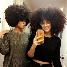 Big Afro hairstyles are basically the bigger and greater version of the Afro hairstyles. Afro which is sometimes shortened as 'FRO, is a hairstyle worn naturally outward by The African American black people. Pelo Natural, Natural Hair Tips, Natural Hair Journey, Natural Hair Styles, Natural Skin, Big Hair, Your Hair, Style Afro, Pelo Afro
