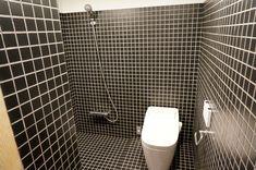 Bathroom of the MUJI Cork Hut. Photo: Yahoo.co.jp