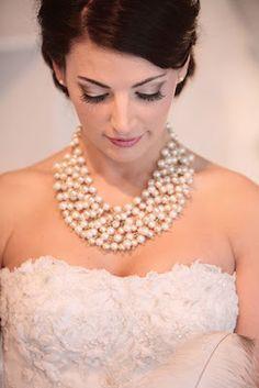 Noiva com maxicolar - maquiagem clássica de noiva