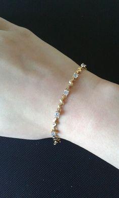 Delicate gold bracelet/diamonds/zigzag pattern