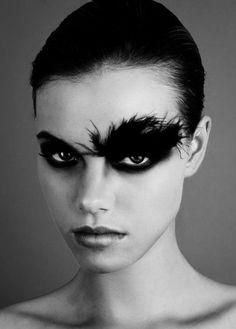 maquillage artistique professionnel dans la gamme noire