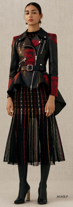 alexander-mcqueen-vogue vor dem fall 2018 - Beauty Tips & Tricks Fashion 2018, Sport Fashion, Fashion Week, Look Fashion, New Fashion, Trendy Fashion, Runway Fashion, High Fashion, Autumn Fashion