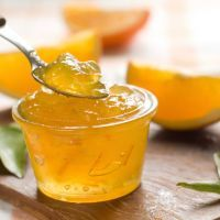 Get this Homemade Lemon Marmalade Recipe, prepared just with bio lemons and granulated sugar. The secret fot this marmalade is to get the best fruit a. Lemon Recipes, Jam Recipes, Canning Recipes, Kraft Recipes, Lemon Marmalade, Marmalade Recipe, Lemon Jam, Honey Lemon, Chutneys