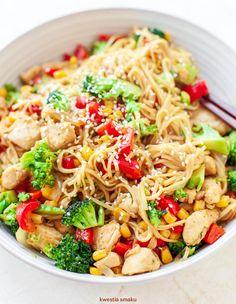 Noodle z kurczakiem teriyaki i warzywami Cooking Recipes, Healthy Recipes, Healthy Food, Paleo, Food And Drink, Menu, Favorite Recipes, Lunch, Dinner