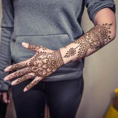 Mehndi Designs will blow up your mind. We show you the latest Bridal, Arabic, Indian Mehandi designs and Henna designs. Back Hand Mehndi Designs, Modern Mehndi Designs, Mehndi Designs For Fingers, Latest Mehndi Designs, Mehandi Designs, Tattoo Designs, Henna Ink, Henna Patterns, Pattern Making