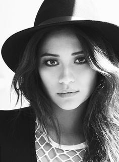 * shay mitchell pretty little liars pll xx plledit your face is a joke spencershastings Pretty Little Liars, Pretty People, Beautiful People, Emily Fields, Canadian Actresses, Shay Mitchell, Pretty Photos, Perrie Edwards, Vanessa Hudgens