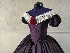 Robe à crinoline période du Second Empire 1850. Second Empire, Victorian, Dresses, Fashion, Dress, Vestidos, Moda, Fashion Styles, Fashion Illustrations