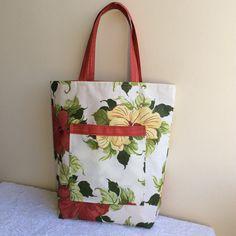 Já pensando na próxima viagem, Cida encomendou duas bolsas de praia. Uma pra sua filha Ana Luiza e outra pra ela.    Foram feitas em t...