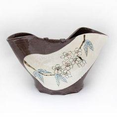 【bisho.tougei】さんのInstagramをピンしています。 《桜の花瓶 . #陶工房微笑 #陶芸 #陶芸品 #陶器 #陶画 #芸術 #上絵 #上絵付け #器 #うつわ #ceramic #ceramics #ceramicart #pottery #hokkaido #japan #北海道 #札幌 #花瓶 #花びん #flowervase #桜 #さくら #flower #cherryblossom》