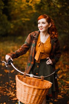 @aclotheshorse on an autumn bike ride #bikepretty #fashionblogger #ootd #autumnfashion #aclotheshorse