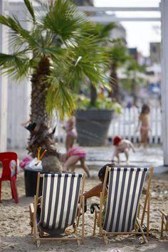 Elke zomer legt Brussel langs 1 kilometer naast het water een strand. Naast parasols en strandhutjes is er ook heel wat te beleven op vlak van sport, cultuur, kunst en ontspanning.