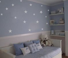 celeste con estrellas de fondo
