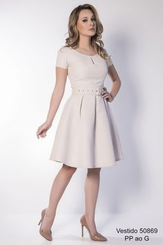 Vestido confeccionado em tricoline trabalhada, vestido jovem, bem godê com…