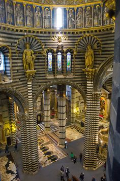 See our virtual Italy tour of Siena. A tour of Siena is a very popular thing to do on your tour of Tuscany. Touring Tuscany always includes a tour of Siena. Beautiful Buildings, Beautiful Places, Siena Toscana, Siena Cathedral, Church Architecture, Italy Tours, Place Of Worship, Romanesque, Florence Italy