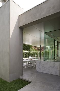 Rob Mills is an award-winning architect in Melbourne, Prahran & Sydney, Potts Point Australia, specialising in residential architecture and interior design.