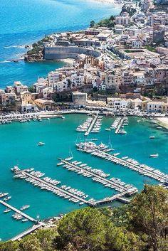 Castellammare del Golfo, Trapani, Sicily Italy.... tuolla rannalla ihmettelimme tuota meren kauneutta ....