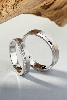 White gold wedding bands with diamonds matching wedding rings wedding rings gold rings couple wedding rings diamond bands meilleurs bague de fianailles 2018 2019 33 top bague de fianailles ides Wedding Rings Sets His And Hers, Matching Wedding Rings, Wedding Rings Simple, White Gold Wedding Bands, Silver Wedding Rings, Wedding Rings Vintage, Diamond Wedding Rings, Unique Rings, White Gold Rings