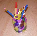Glas mit Papierstreifen bekleben - Stifthalter basteln