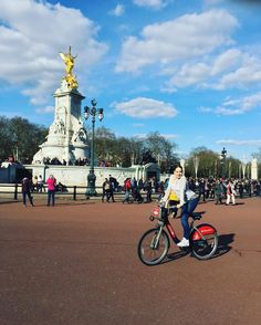 Having fun with bicycle in Buckingham Palace  #London #sunny #sunset #sunrise #sun #pretty #beautiful #red #orange #pink #sky #skyporn #cloudporn #nature #clouds #horizon #photooftheday #instagood #gorgeous #warm #like4like #likeforlike by mishabineva