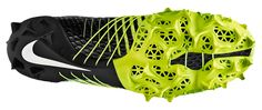 Nike's Aggressive New Cleats Help Football Players Turn On a Dime Sports Footwear, Footwear Shoes, Shoe Manufacturers, Nike Vapor, Latest Shoes, Nike Free Runs, Foot Locker, Football Boots, Sneakers Nike