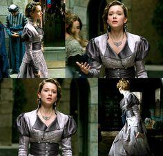 MC: Kosem - 2x01 Atike Sultan's first dress