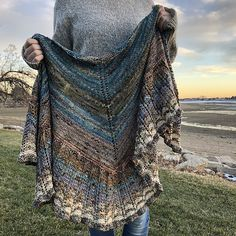 Owl Emporium is created with the scrumptious Advent Set from Six and Seven Fibers. Shawl Patterns, Crochet Stitches Patterns, Knitting Patterns, Knitting Ideas, Knitting Projects, Loom Knitting, Knitting Stitches, Hand Knitting, Crochet Shawls And Wraps