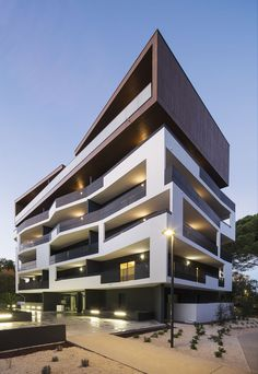 32 Housing  / MDR Architectes