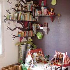 idée de décoration pour chambre d'enfant - un arbre à livre - magnifique / gloewen et scrat