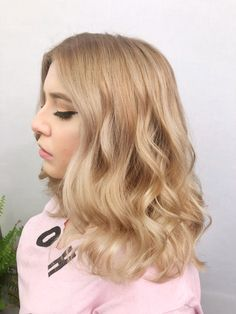 CHAMPAGNE Blonde By Instagram: @hairbysarahe