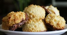 Kokosová klasika, ktorá nesmie chýbať medzi takzvanými suchými vianočnými koláčikmi. Muffin, Breakfast, Recipes, Food, Morning Coffee, Essen, Muffins, Meals, Eten