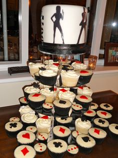 Mix of vanilla cupcakes and chocolate & Baileys cupcakes, with a cutting cake. All made for a really fantastic 'James Bond' theme birthday party. Casino Party Foods, Casino Night Party, Casino Theme Parties, Vegas Party, Party Desserts, Diy Game, James Bond Casino Royale, Party Poker, James Bond Theme