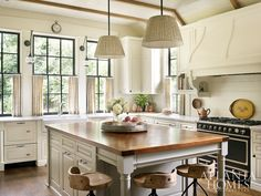 Let your Kitchen emit warm, cozy and rustic vibe with these fantastic farmhouse Kitchen decor Ideas.Learn about modern farmhouse kitchen decoration and Kitchen Ikea, Farmhouse Kitchen Decor, Kitchen Interior, New Kitchen, Kitchen Sink, Southern Kitchen Decor, Cozy Kitchen, Kitchen Wood, Farmhouse Interior
