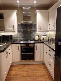 White kitchen, grey subway tiles Kitchen Room Design, Kitchen Grey, Diy Kitchen, Kitchen Decor, Kitchen Tiles, Kitchen Layout, Small Galley Kitchens, Home Kitchens, U Shaped Kitchen Inspiration