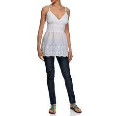 Top con bretelline bianco 100% cotone con una fascia elastica sotto il seno che esalta la scollatura. Arricchito in fondo con dei ricami traforati. Made in India