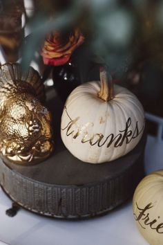 Thanksgiving Tablescape: DIY Gold Turkeys & Gold 'Thanks Friends' White Pumpkins