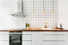 Bilder, Kök/matplats, Kakel, Spis, Vitt - Hemnet Inspiration Double Vanity, Ideas Para, Kitchen Cabinets, Decorating Ideas, Houses, Flat, Architecture, Inspiration, Home Decor