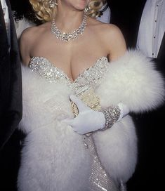 madonna's iconic white dress during the 1991 oscars red carpet White Aesthetic, Aesthetic Vintage, Aesthetic Quote, Kendall Jenner Outfits, Fur Fashion, Womens Fashion, Glitz And Glam, Rich Girl, Red Carpet Dresses