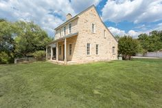 605 E Austin St, Fredericksburg, TX 78624 - Zillow Farmhouse Architecture, Architecture Design, Country Houses, Texas Hill Country, Waterfront Homes, Cottage Ideas, Home And Family, Sweet Home, German
