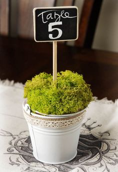 We love how many different looks you can create with these chalkboard table signs! The epitome of versatile.