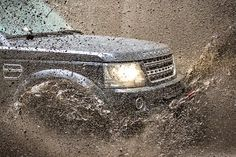 Now's utes are lifestyle vehicles that aim to be everything to all people, trying to combine their traditional practicality and durability . Land Rover Discovery Off Road, Offroad, Range Rover Evoque, Range Rovers, The Crawl, 4x4, Four Wheel Drive, Cars, Jeep