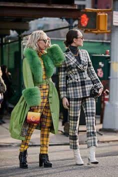 See the Latest New York Fashion Week Street Style Fall 2019 .- See the Latest New York Fashion Week Street Style Fall 2019 Rihanna Street Style, Nyc Street Style, Modern Street Style, New York Fashion Week Street Style, Looks Street Style, Autumn Street Style, Looks Style, Street Fashion Nyc, Street Styles