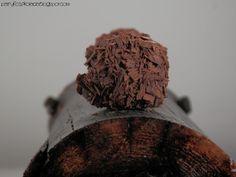 70% ciemna czekolada  / ciemny rum / dąb (70% dark chocolate / dark rum / oak)