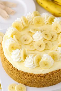 Banana Cream Cheesecake - a creamy banana cheesecake with banana bavarian cream! This Banana Cream Cheesecake Recipe is made with a fresh banana cheesecake topped with banana bavarian cream! It's smooth, creamy & full of banana flavor! Köstliche Desserts, Delicious Desserts, Dessert Recipes, Yummy Food, Strawberry Desserts, Pudding Recipes, Healthy Food, Banana Cream Cheesecake, The Cheesecake Factory