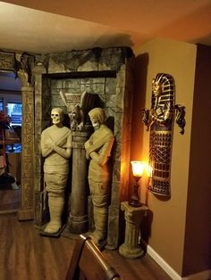 Entrance of the tomb of mummies - Halloween Suggestions Fairy Halloween Costumes, Halloween Party Themes, Scary Halloween Decorations, Outdoor Halloween, Halloween Projects, Diy Halloween Decorations, Halloween House, Holidays Halloween, Halloween Diy