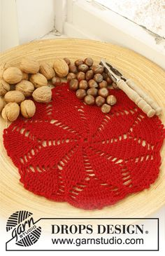 """Charlotte's Star / DROPS Extra 0-795 - Crochet DROPS place mat for Christmas in 1 strand """"Fabel"""" or """"Alpaca"""" and 1 strand """"Glitter""""."""